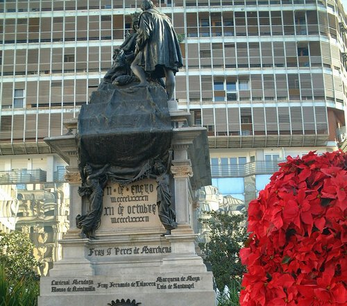 グラナダ街の像